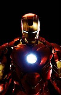 アイアンマンって金持ちの天才がスーツを作って自ら中に入って戦ってるんですか? あとアイアンマンは人間の身体能力で強さ左右されないんですか?