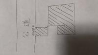画像のような土地の形状で、住宅の建築許可は降りますか? 建物は斜線の面積の広い部分に建築予定です