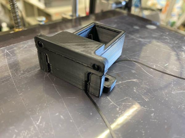 3Dプリンタについて、 こちらの写真のようにたまにスカスカの層ができてしまうのですが何方か原因わかる方いらっしゃいますでしょうか? フィラメントは出して1ヶ月ほど立ちましたがそれが原因でしょうか? よ