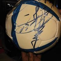 サイン入りのサッカーボールをいただいたのですが、どなたのサインか分かりますでしょうか?