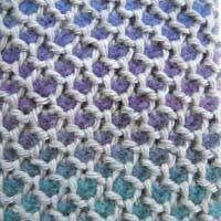 写真の様な鹿の子模様みたいに2色平編みで編みたいのですがダブルフックアフガン針で輪編みじゃないと出来ないのでしょうか?