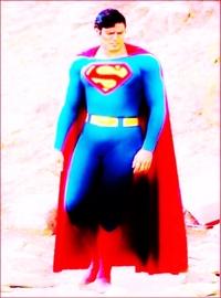 スーパーマン役のクリストファー リーヴが、映画撮影初日、新調のスーパーマンのコスチュームを着て来た時、共演のマーゴットギターが、 その姿を見て、笑ったのをご存知ですか??