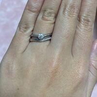 結婚指輪と婚約指輪を重ね付けしたいのですが、画像の組み合わせはどうでしょうか? 隙間気になりますか?