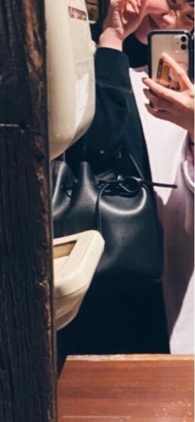 これはどこのバッグですか?ブランドですよね