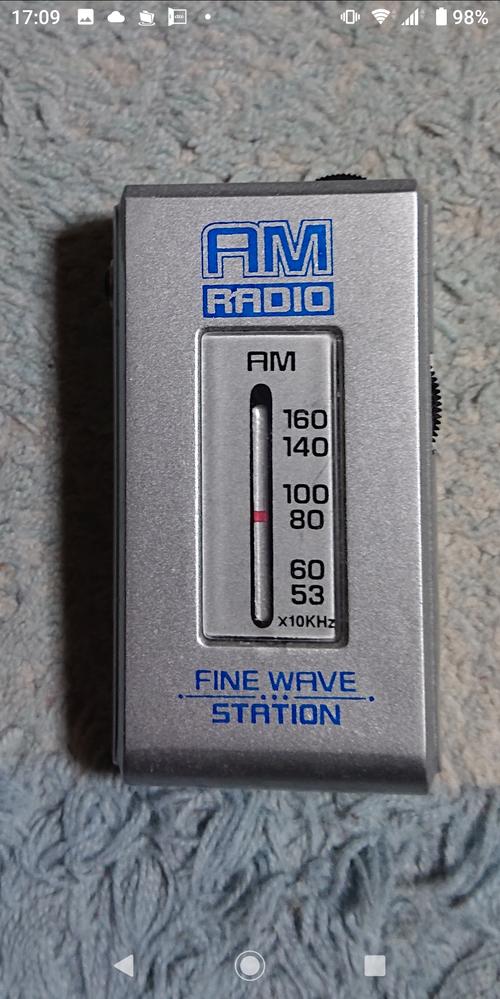 以前売っていた100円のラジオです。もうどこにもないかな?