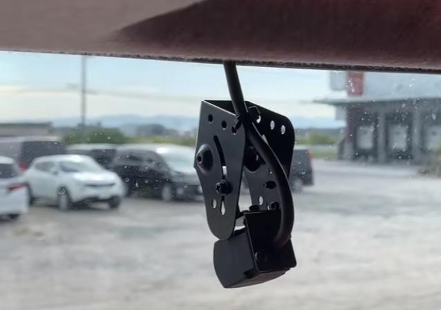 大型、中型共にトラックのドライブレコーダーについての質問です。 画像を添付しておりますが、 この型のドライブレコーダーについて ①このドライブレコーダーは音声も録画されてますか?? ②車内も録画...