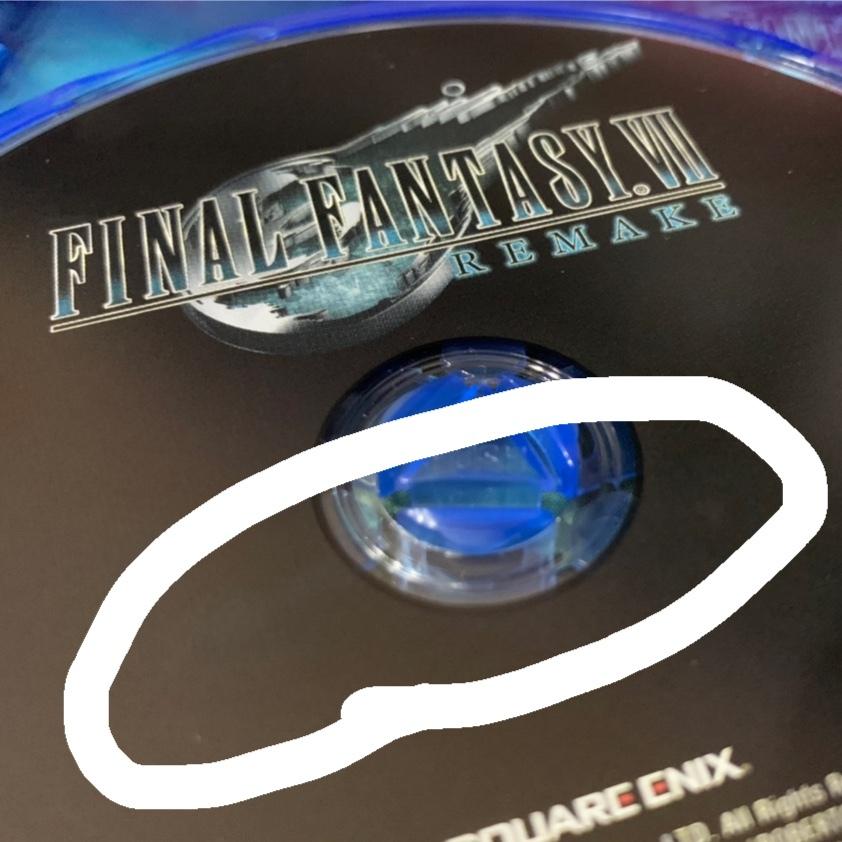プレステ4のディスクの汚れについて。 ディスクの表面に少し指紋が付いてしまいましたが、そういった場合はどのようにして汚れをとればいいのでしょうか?水拭きとかはやはりダメですか?