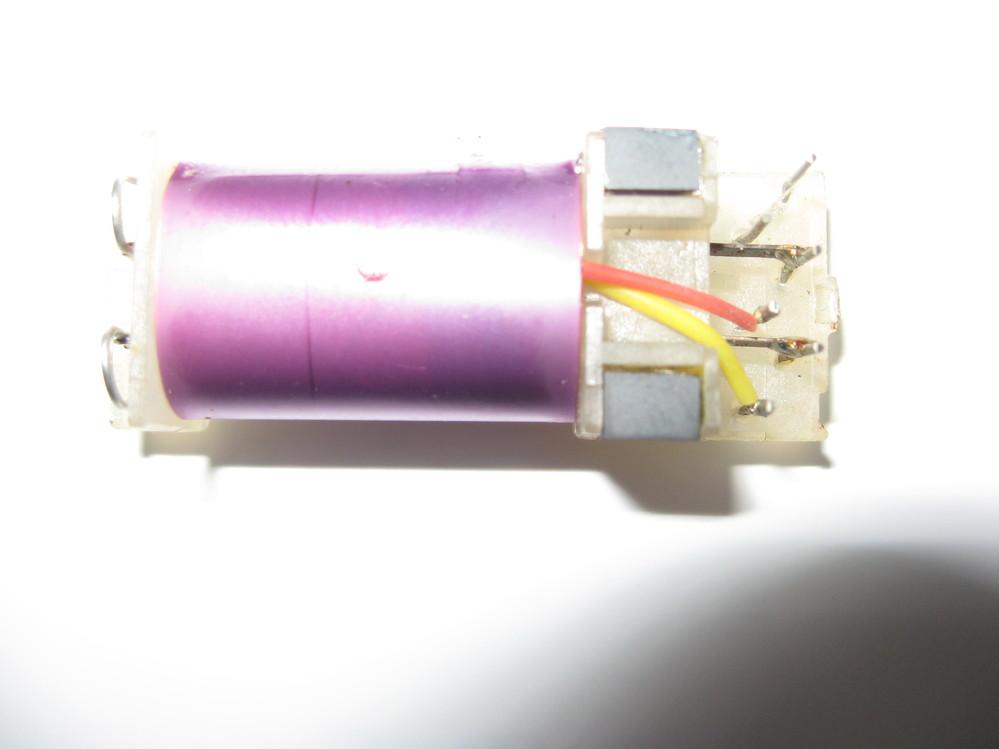 シーメンス社の受信機E401に使われている部品ですが、どういう物でしょうか? 役割、使い方が知りたいのです。ケースを外した写真を添付します。