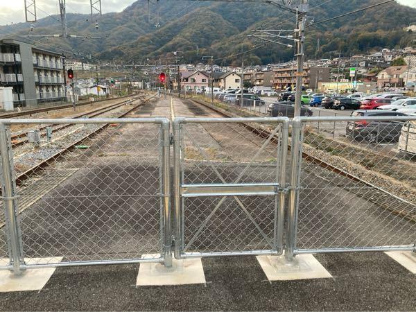 なぜ最近の駅は、フェンスが設置されてるんでしょうか?