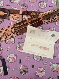 wishというブランドのコピー品?を主に売っている携帯のアプリでヴィトンのスカーフを購入しました。 香港のヴィトンショップのQRコードつきの購入明細書?みたいなのが一緒に入っていたのですがこのスカーフは本物なのでしょうか? 分かる方いませんか?