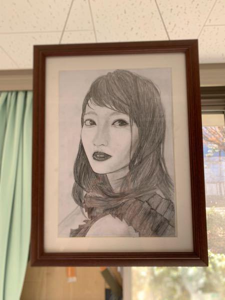 女性の似顔絵を描いてみました。髪の毛の描き方がいまいちうまくいかないのですが、参考となるサイト等あれば教えていただきたいです。また、うまく書くにはどうしたら良いでしょうか?