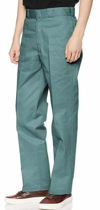 このデッキーズのズボンに合う古着のトップスってありますか? わかりやすく言えばどのようなトップスが合いますか?