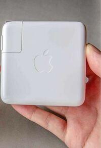 MacBook proの充電器『だけ』買い直したいんですがどこで買い直せますか?写真と同じアップルマークが付いたやつ探してます。