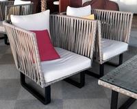 ソファ 探しています。  この椅子が購入できるところを探しています。 ネット通販であれば助かります。 教えてください。 また、この椅子でなくてもいいので、 アイボリー×ブラックだったり、木材×アイアン...