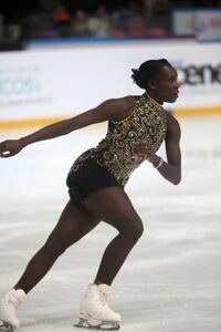フィギュアスケートには、黒人の選手がほとんどいません。 その理由は何でしょうか?  たしかにアフリカは貧しく、経済的にもフィギュアスケートをする環境にはないことは理解できますが、アメリカやヨーロッパに...