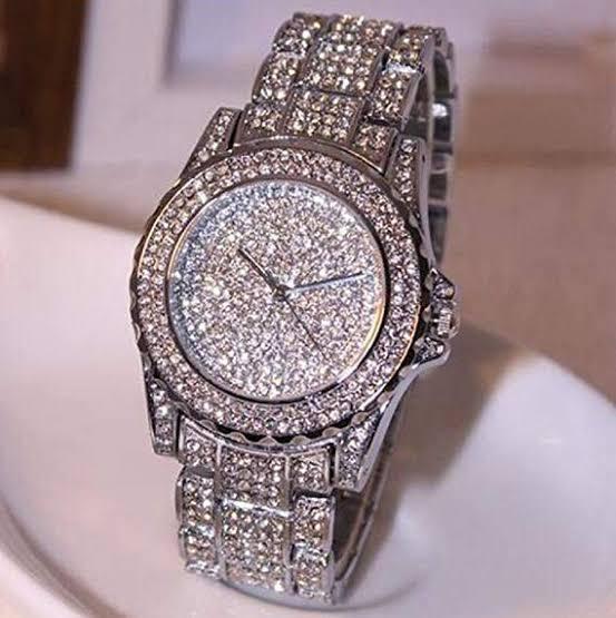 これに似た、本物というかちゃんとしたブランドの腕時計があったもおもいますが、ブランド名わかる方教えて貰えませんか?