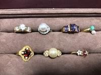 譲り受けた指輪ですが、ブランドわかる方いますか? 80万したダイヤよりも大きく輝いているので相当値段するんじゃないかと思ってますがブランドがわかりません。古い指輪だと思います。