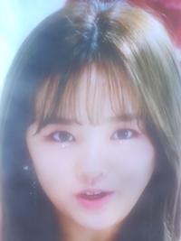 NIZIU歌い出しのリオの鼻と人中が気になる人いませんか?MV見るたびそこが気になってしまいます。。