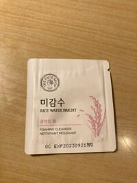 クリオのアイシャドウを買ったんですけどこれがついてきたんです。韓国語分からなくて…なんでしょうかこれ
