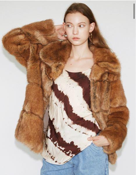molliolli(モリオリ)という韓国のブランドの こちらのコート(몰리올리 올라 에코퍼 코트_Olla)を探しています。 韓国の公式サイトでは売り切れており、BUYMAでは販売しておらず...