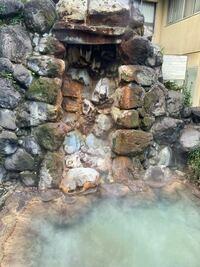 三重県津市、榊原温泉に行きたいのですが、 近鉄大阪線の榊原温泉口から歩いて行けますか?  また、日帰り入浴はありますか?