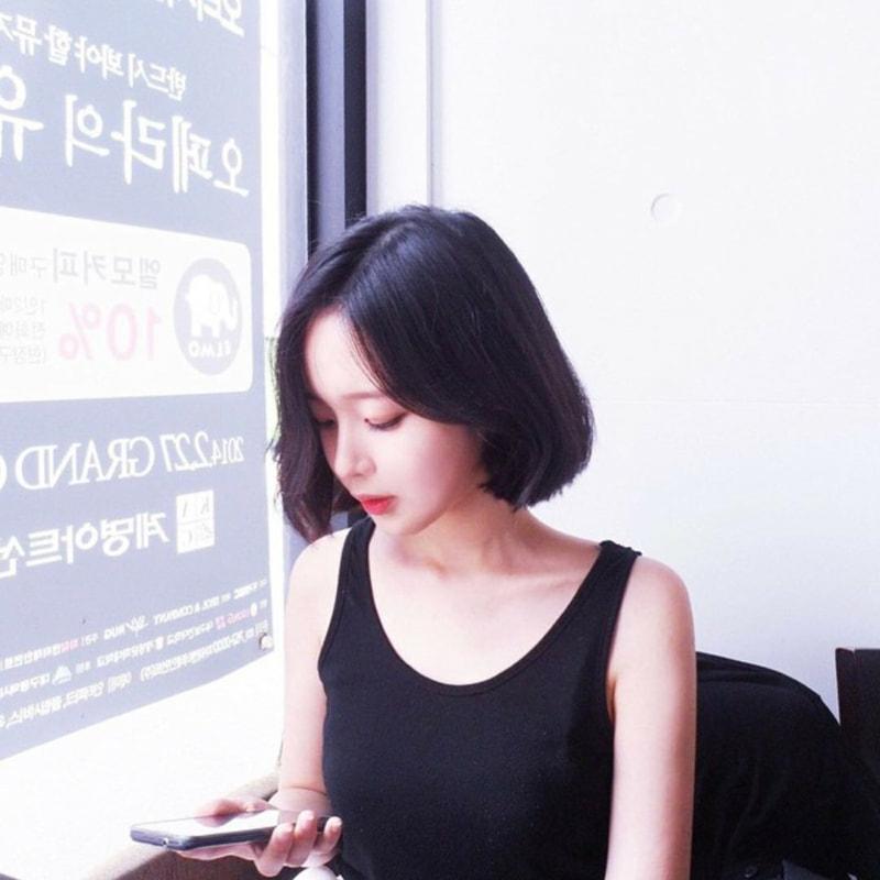 この方は、誰だかわかりますか? おそらく韓国の方だと思うのですが… また、Instagramなどあれば教えていただきたいです。 よろしくお願いします。
