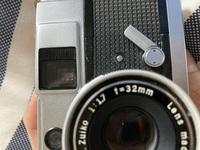 カメラ初心者です。  先日フィルムカメラのolympus pen eedを購入したのですが、動作確認中に故障(?)してしまったようです。 セルフタイマーの動作確認をしていたところ、写真の通り、通常位置に戻らなくなりました。 また、フィルムの巻き上げダイヤルとシャッターボタンが作動しなくなってしまいました。  この場合どういった対応をするべきでしょうか。 修理屋等に持ち込むべきなの...