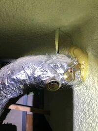浴室換気扇のダクトの排気口に取り付けてあるこれ、なんですかね?排気が外に出ている気配がなくて、これ原因になってる可能性ありますか?