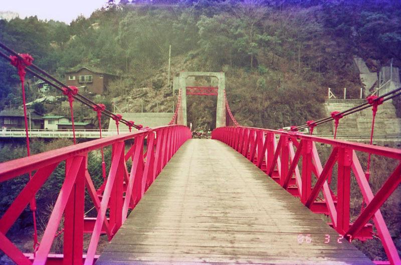 この赤い橋の場所を教えてください。 1986年に四国ツーリングで松山から中村(現四万十市)に向かう途中で撮影しました。車両通行は出来なかったようです。