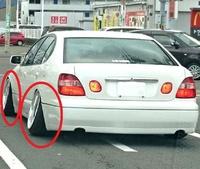 自動車のタイヤにお詳しい方へお伺いをいたします。 自動車のタイヤを八の字にするとタイヤの偏摩耗があると思います。 ・ ここで質問です。 自動車のタイヤを八の字にして走行すると、どのようなメリットがあるのでしょうか。