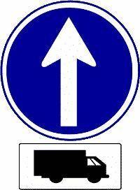 この標識のある交差点では、大型貨物自動車と大型特殊自動車及び中型貨物自動車以外の車であれば右折や左折をすることができる。 答えは×なんですが、なぜですか?