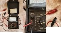 家の倉庫で、亡父が使っていたアナログテスターを見つけました。 乾電池の容量を検査してみると、1.5V前後を指し使えそうです。 分からないのは、リード線が器具に埋め込まれています。 現状のクリップ式を、ステ...