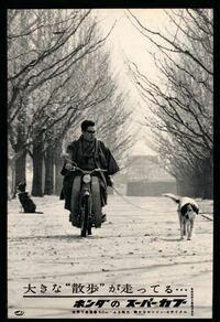 昭和の時代はこの広告写真のように着物に下駄履きでカブに乗るのが普通だったんですか? 当時は、ノーヘルでもOKとは聞きましたが...