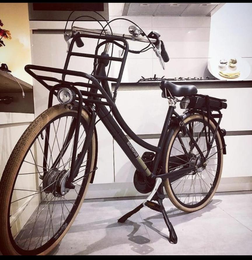 平宮博重さんのインスタで見たこの自転車が可愛くて気になっています。。。どこのメーカーの自転車かわかる方いれば教えてください。 よろしくお願いします!