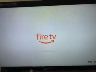 amazon fire TV stickのリモコンがペアリングされない。至急回答お願いしたいです。 テレビ画面にはfire TVという文字が出ていて接続はされているのですが、 リモコンがペアリン...