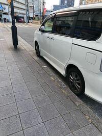 駐車違反の黄色の紙を貼られてしまいました。 しかし、 駐車禁止標識や標示などによって駐車が禁止されている場所 駐車場、車庫などの自動車用の出入口から3m以内の場所 道路工事の区域の端から5m以内の場所 消...