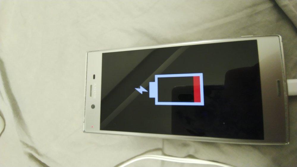 充電ができず、画面がこのような表示になっています。 電池の寿命でしょうか? また、交換すれば起動できるようになるでしょうか?