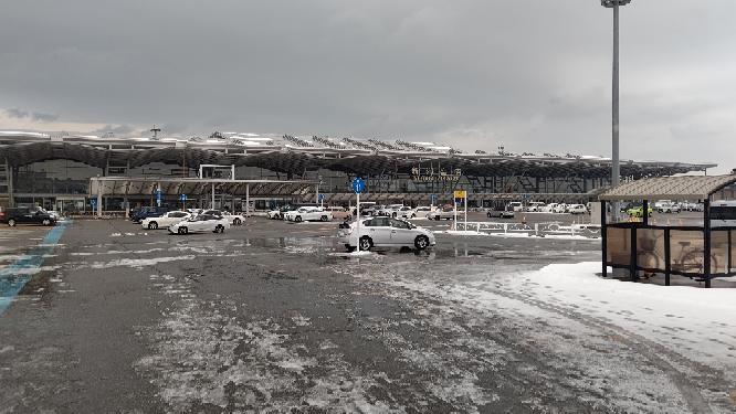 お前等は新潟空港を知っていますか。 私は新潟空港を知っています。
