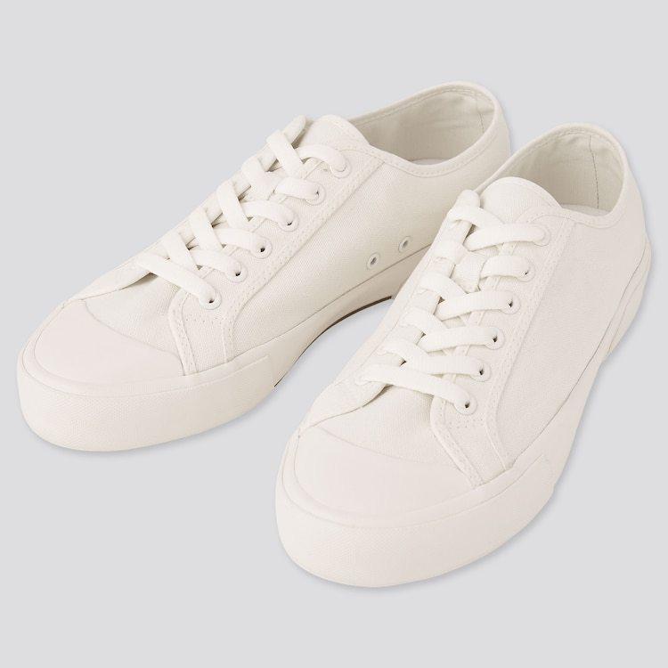 つい最近買った靴が足に合わないみたいで親指が痛いのですが、これが外反母趾ってことですか? サイズ(長さ)はキツくなく若干余裕があって丁度いいのですが、親指だけ痛いです。 俗に言う仕事用みたいな普...