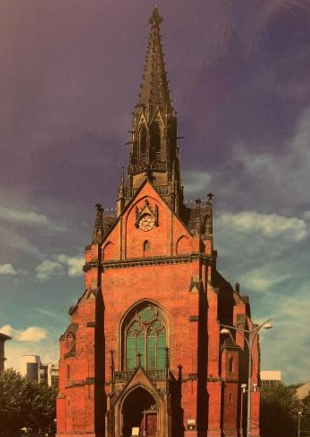 この画像の教会を知りませんか? ポストカードになってるので、その国や地域では名が知れていると思うのですが…。 建物の特徴からのヒントだけでもかまいません。 よろしくお願いいたします。