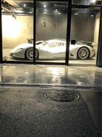 友達から送られてきた写真なんですけど、これ何の車か分かりますか?