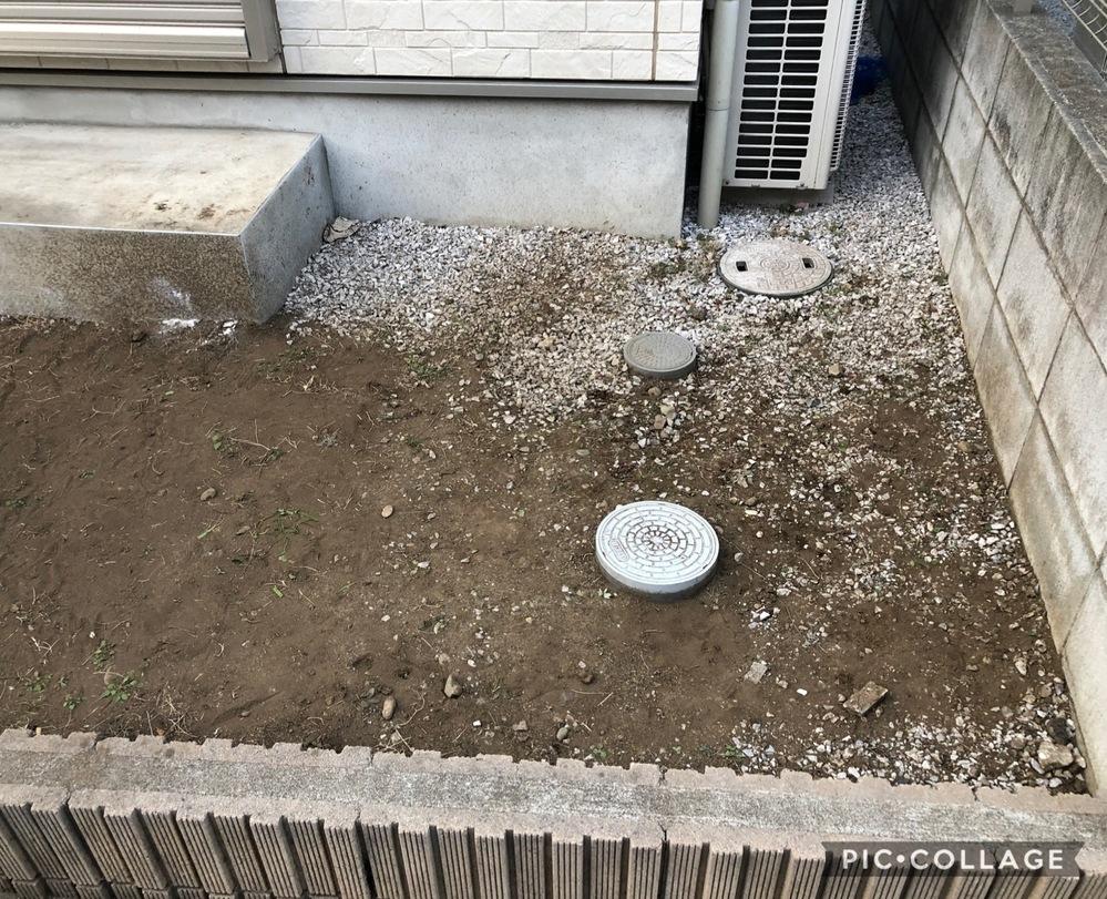 お知恵を貸していただきたいです。 家の外の芝を剥がして、防草シートを敷こうと考えています。 防草シートを敷いてから、上に砂利ではなく、石を並べたいと考えていますが、こういった排水口のような上には...