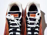 スニーカーについての質問です。この靴紐の結び方を教えて欲しいです。