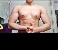 現在ローファットダイエット中で、 この体で身長164cm体重69~70kgなのですが、 リーンバルクで脂肪増やさず増量するか、ローファットダイエット継続するか悩んでます。 筋トレ半年経過しました。 重量上げたい思いもあります。 ベンチ70ちょいデット120~130くらい です。 フリーのベンチやり始めて1ヶ月です。 胸が弱い気がするので、やはりバルクアップ優先でしょうか?