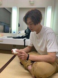 芸能人のおはなし。純烈の後上翔太さん(写真)は結婚に向いてないと言われていますが、そうでしょうか?教えてください。