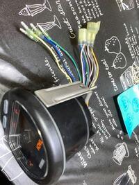 ヤマハ デジタルタコメーター 6y5-2818r-32  アナログメーターから取り替えようとオークションにて 新品購入したのですがカプラーが合わず配線色も違わず  カプラー外して取り替え考えてますが 配線図も見つからず 信号、色わかられる方 教えてください よろしくお願いします 上から オレンジ ブラックホワイト グレー ピンク グリーンレッド グリーンホワイト ブルーホワイト ホワイトレッ...