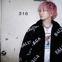 SEKAI NO OWARIの深瀬さんのような髪型にしたいのですがこの髪型はブリーチとパーマ両方行っているのでしょうか?