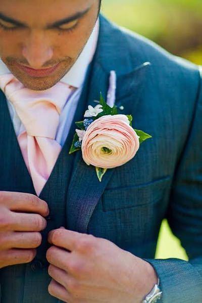 以下の画像で、パワーポイントにて例えばネクタイのピンクを黒に変えるにはどのようにすればよろしいでしょうか。