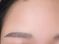 眉毛の幅を細くしたい この通り真正面からみるとザ・まゆげ、、、。生まれつき眉毛が太く真っ直ぐです。これ以上細くする方法はありますでしょうか。ぜひ教えていただきたいです。