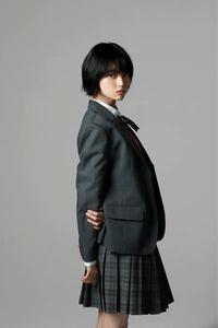 元欅坂46のてちさんは今体重どのくらいだと思いますか?身長は165cmくらいだったと聞いたことがあります。 平手友梨奈 様  これは少し前の写真なので、もう少し今は痩せていると思いますが。